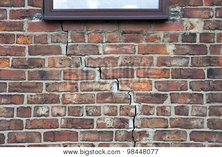 Step Cracking To Brickwork