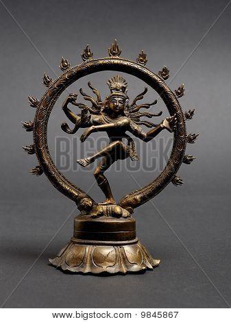 Statue von indischen Hindu-Gott Shiva Nataraja tanzt