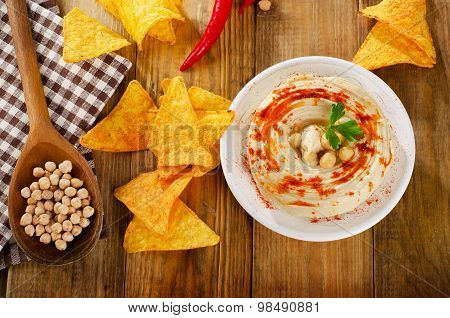 Hummus With Nachos
