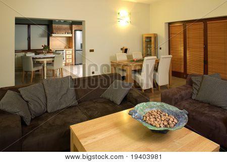 Cómoda sala de estar moderna