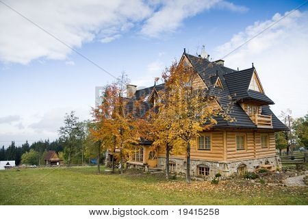 Traditional polish wooden house in tatra mountains 6