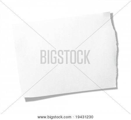 Zerrissenen Stück Memo Pad Papier isoliert auf reines Weiß.