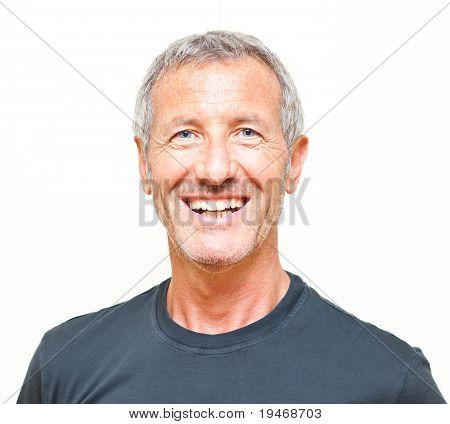 Retrato de homem sorridente