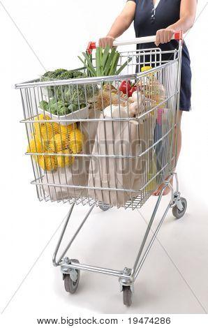 Shopper mujer con carro aislado en blanco - una serie de imágenes de carro.