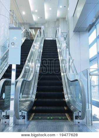 Escada rolante em loja de departamento