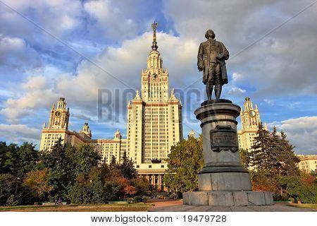 M.V.Lomonosov-Denkmal vor dem Hauptgebäude der staatlichen Universität Moskau, Moskau, Russland