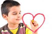Постер, плакат: Милый мальчик живопись красные сердца на стекле Белый фон высокого разрешения студия изображение