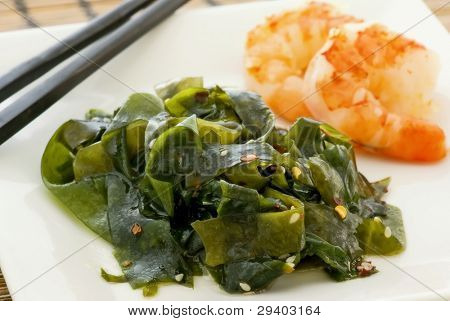 Seaweed with prawns