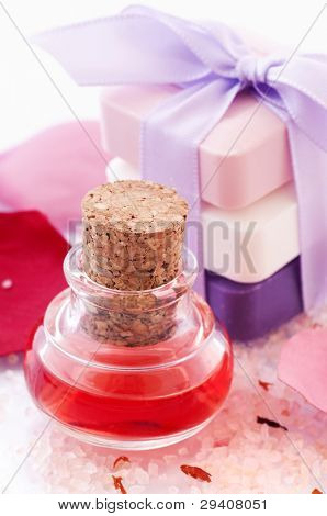 Bath Oil with Rose Petals and Soap
