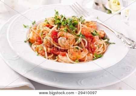 Spaghetti Diablo with chili and shrimps