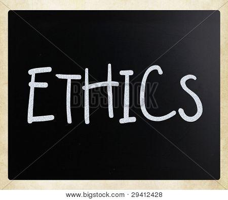"""""""ética"""" Handwritten com giz branco sobre um quadro-negro"""