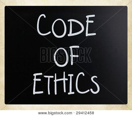 """""""código de ética"""" manuscrita com branco giz em uma lousa"""