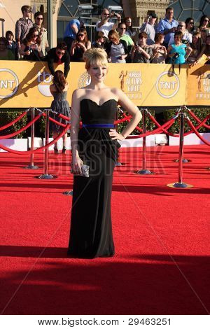 LOS ANGELES - JAN 29:  Melissa Rauch arrives at the 18th Annual Screen Actors Guild Awards at Shrine Auditorium on January 29, 2012 in Los Angeles, CA