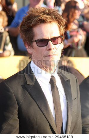 LOS ANGELES - 29 de JAN: Kevin Bacon chega a 18 anuais Screen Actors Guild Awards no Santuário A