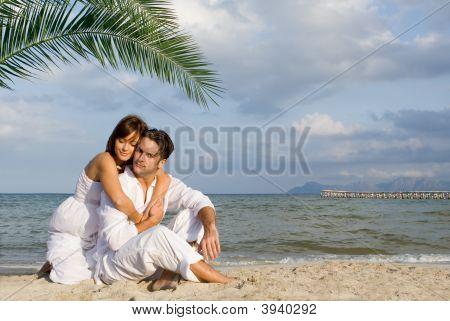 Pareja amorosa de vacaciones de luna de miel