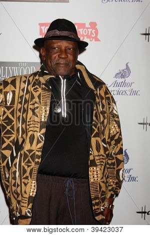 LOS ANGELES - NOV 25:  Lou Gossett, jr. arrives at the 2012 Hollywood Christmas Parade at Hollywood & Highland on November 25, 2012 in Los Angeles, CA