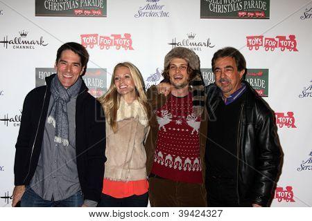 LOS ANGELES - 25 de NOV: Thomas Gibson, AJ Cook, Matthew Gray Gubler, Joe Mantegna chega em 2012