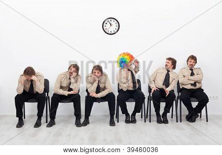 Salientou as pessoas à espera de uma entrevista de emprego