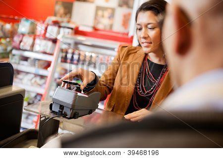 Cliente pagar para compra com celular