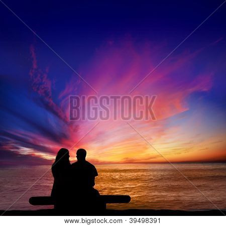 Couple on a date overlooking the Pacific from Sunset Cliffs, Point Loma in San Diego