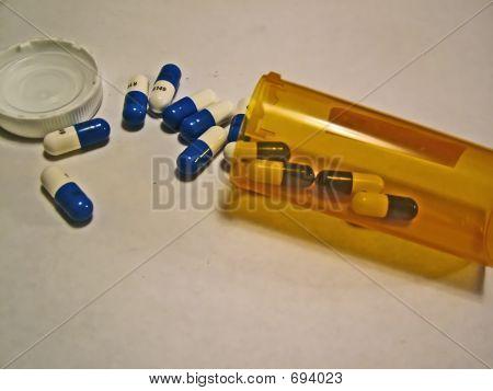 Píldoras saliendo de contenedores secundarios View_filtered