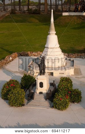Donchedi Monument In Mini Siam Park