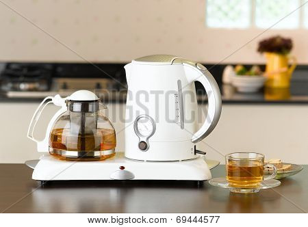 Electric kettle and glass pot