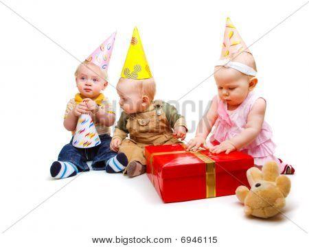 Kleinkinder in Partyhüte