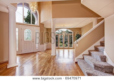 Gorgeous Foyer In Luxury House