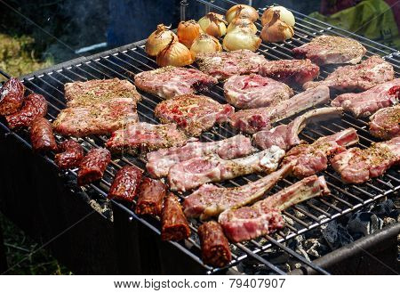 Grill with meat and onions