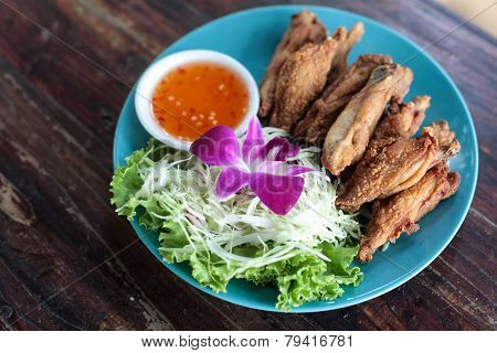 chicken wing fried with vegetable