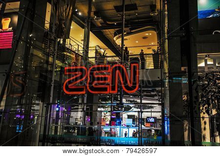 BANGKOK, THAILAND - NOVEMBER 26, 2009: Entrance in shopping center