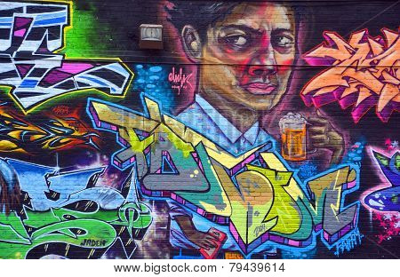 Street art Montreal breer drinker