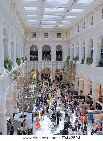 H&M shopping Melbourne