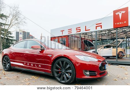 Tesla Model S Electric Car Zero Emissions