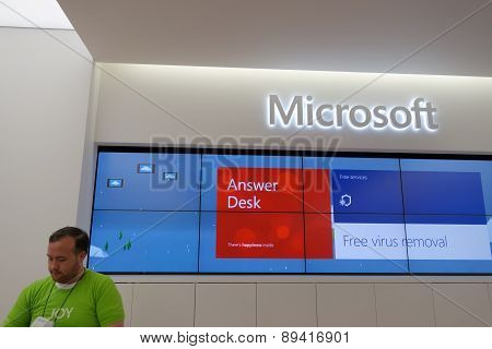 Answer Desk Inside Microsoft Windows Store In Honolulu At The Ala Moana Center