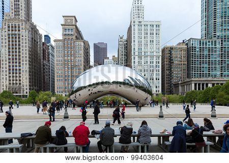 CHICAGO, USA - CIRCA MAY 2015: Famous Slivery Bean sculpture in Chicago Millennium Park in Chicago, Illinois.