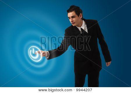Negócios homem pressionar o botão