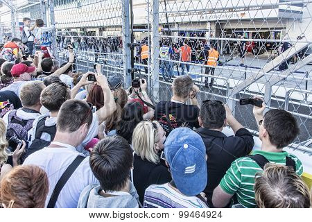 Sochi Autodrom, The Queue In The Pitlane.
