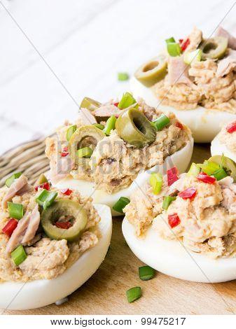 stuffed eggs with tuna