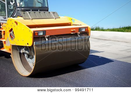 Asphalt Roller Puts A New Road