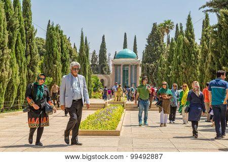 Mausoleum of Saadi visitors