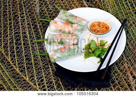 Fresh spring rolls with pork, prawn and herbs