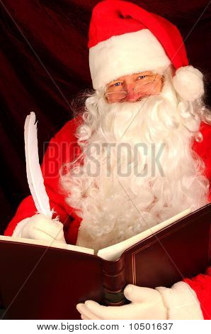 Papai Noel com livro e caneta de pena