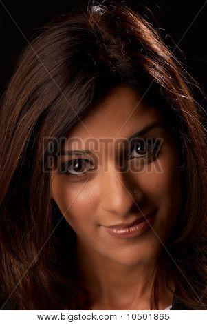 Retrato de la mujer del Medio Oriente