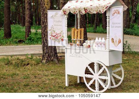 Wedding cart with ice cream