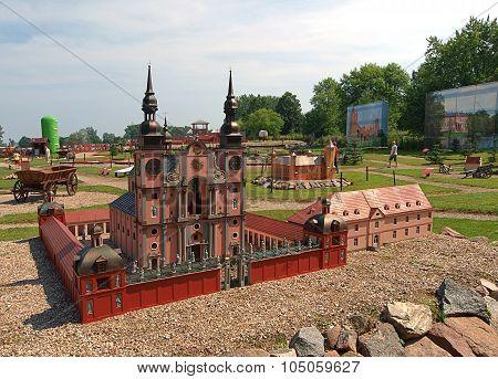 Basilica of the park thumbnails ..