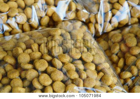 pet food packing in plastic bag