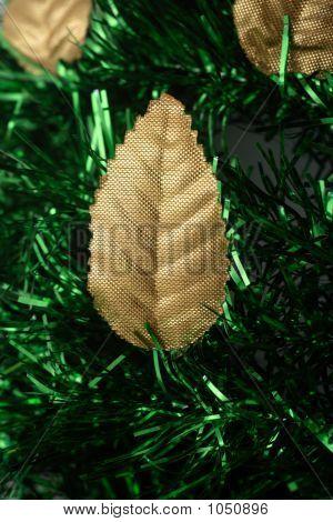 Christmas Golden Leaves