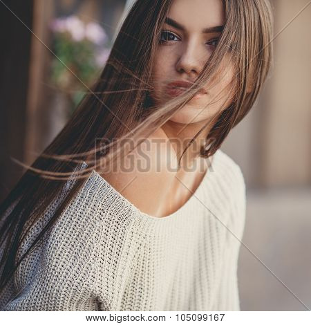 Portrait of beautiful young woman in autumn